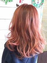 ノア ヘアー ラウンジ(Noa hair lounge)透明感を高める高彩度カラー
