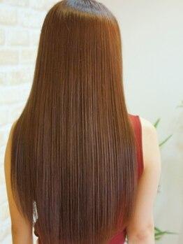 ノーブル ヘア ガーデン(Noble hair garden)の写真/【濃密オイル縮毛矯正+カット¥12400】傷ませず「なめらか&しっとり」の自然な縮毛矯正が人気♪