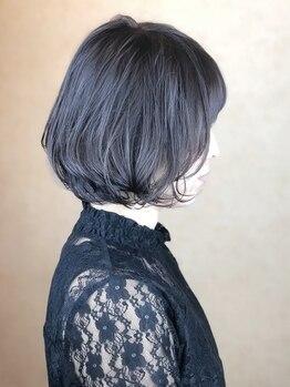 ヘアメイク ロココ(Hair Make Rococo)の写真/最近白髪が気になり始めたファーストグレイ世代のオトナ女性必見!!発色◎明るめのグレイカラーもお任せ★