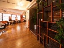 アグ ヘアー ルーム三宮2号店(Agu hair room)の雰囲気(駅近の好立地。ゆったり寛げる居心地の良い空間です。)