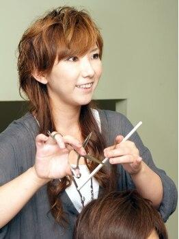 エブヘア(Eb hair)の写真/何でも気軽に話せる雰囲気の女性スタイリストが在籍☆女性目線ならではのスタイル提案が魅力的なEb hair♪