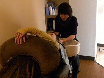 ヘア シュシュ(HAIR chou chou)の写真/癒しの空間で、髪・頭皮をスッキリさせるヘッドスパ♪絶妙な力加減でツボを刺激。贅沢な時間を貴女に…