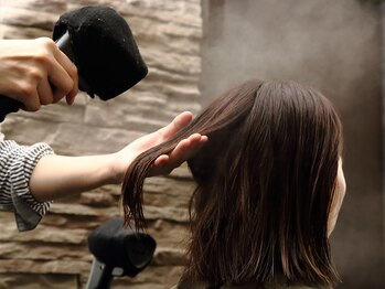 """ヘアー ドレッサー ティカ(Hair Dresser TiCA)の写真/髪のクセや年齢による気になるうねりも""""ストリートメント""""で、自然なストレートに☆つい触れたくなる髪へ"""