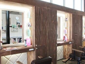 ティーケーザサロン(TK THE SALON)の写真/こだわり抜かれた上質空間。心も癒してくれる開放的な店内で、ワンランク上の美容時間を堪能…♪