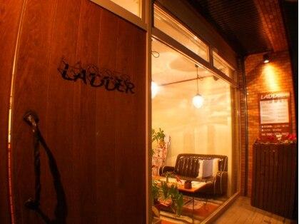 ラダー(LADDER)の写真