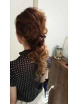 結婚式 髪型 ロングヘアアレンジ ツイストダウンアレンジ