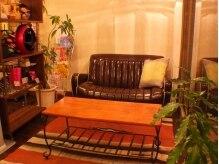 ラダー(LADDER)の雰囲気(程よい明るさの照明やアロマの香りで心やすらぐ待合室間♪)