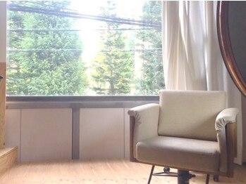 ヘア アンドメイク キヨシ(Hair and Make kiyoshi)の写真/梅田駅すぐの隠れ家サロン。お店貸切の状態で思いっきり贅沢な自分だけの美と向き合う特別な時間を―。