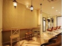 エスアンドエフ美容室 フォーティーワン瀬名店(S&F)の雰囲気(階段を上がるとあ非日常が楽しめるお洒落な空間が広がる)