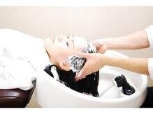 効果的なヘアケアと極上のリラクゼーション。リピーターも多く、清潔な店内と的確なカウンセリングが好評