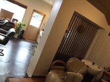 リビングルーム(Living room)の雰囲気(こじんまりとしたシャンプーブースで水素スパいかがですか?♪♪)