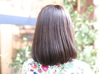 トロニカ(Tronica)の写真/縮毛中にスチームで髪を保護するので、ダメージレス♪自然なストレートと柔らかな質感にリピーター続出!