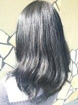 フェリーク ヘアサロン(Feerique hair salon)透明感のあるブルー・グレーのカラー