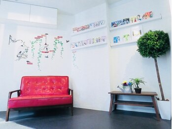 ロイズ(Royd's)の写真/シンプルで落ち着いた雰囲気が印象的な【Royd's】大型店が苦手な方の為のアットホームなプライベートサロン
