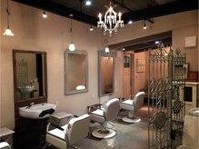 エースヘア 鹿屋店(ace Hair)の雰囲気(40年代の南フランスのアンティーク家具で統一しています!)