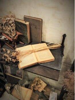 シュシュ ヘアーメイク(chou chou HAIR MAKE)の写真/イギリス風の本物のアンティークを取り揃えたサロン【chou chou HAIR MAKE】。一見の価値ありサロンです☆