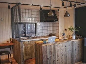 ヘアワークス ジャーニー(HAIR WORKS JOURNEY)の写真/【豊洲駅徒歩3分】幅広い世代の方が愛される♪通いやすいカフェのような落ち着く空間が◎