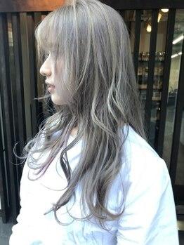 ヘアーサロン アウラ(hair salon aura)の写真/人気なハイライトやグラデーションカラーで立体感を出し、こなれ感を演出。外国人のような柔らかい質感も◎