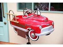 ヘアーサロン リンクス(Hair Salon Links)の雰囲気(入口の真っ赤な消防車が目印です★)