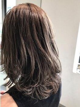 ホルム(HolMe)の写真/こだわりの薬剤で、ツンツンしない自然な柔らかさのストレートに♪思わず触りたくなる髪に仕上がります!