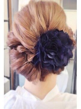 結婚式の髪型(ヘアアレンジ)  ツイストロールアップ♪♪♪