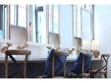 ルチア ヘア ステラ 京都河原町店(Lucia hair stella)の雰囲気(開放感のある大きな窓から溢れる温かい日差しが気持ち良い)