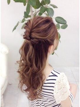 結婚式の髪型(ヘアアレンジ) ふんわりルーズハーフアップ