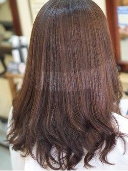 ヘアーリゴラ(Hair ReGoLA)の写真/一人ひとりに合わせて薬剤を調合。施術中のダメージを最小限に抑えるよう高濃度のケア剤を使用!