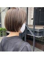 セカンド(2nd)ミニボブ/極細ハイライト/切りっぱなしボブ/髪質改善