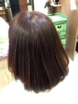 トムズガーデン(TOM'S GARDEN)の写真/【栃木市】頻繁に繰り返すカラーだから安心なものを…髪へのダメージ・頭皮への刺激を抑え施術してくれる。