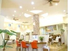 ル ジャルダン 仲町台店(le jardin)の雰囲気(高い天井は開放感たっぷり☆ポイントとなるグリーンで癒される♪)