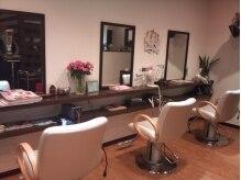 ヘアメイク アバンティ(hair make Avanti)の雰囲気(落ち着いた雰囲気の店内でくつろげます)