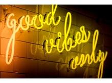 """フランクスバーバーリザーブ 人形町店(FRANK'S BARBER RESERVE)の雰囲気(""""Good vibes only"""")"""