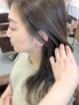 モカ(Mocha)の写真/話題の【炭酸ミスト】で染める度、美髪を叶える…Mochaの炭酸カラーでお洒落なグレイカラーを実現♪