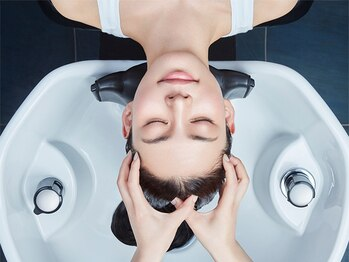 ヘアーワーク オーパス(HAIR WORK OPUS)の写真/疲れ・ストレスケアには癒しの『ヘッドスパ』、抜け毛・育毛促進・頭皮改善なら『ヘッドキュア』がおすすめ