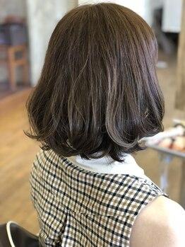 ヘアーメイク アイリータイム(HAIR MAKE irie time)の写真/雰囲気の変化を楽しむ!抜け感のある立体的なMedium hairは[irietime]。思わず見入ってしまう程憧れる女性に