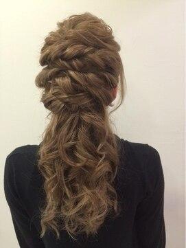 結婚式の髪型(ヘアアレンジ) ウェーブ×ツイストハーフアップ