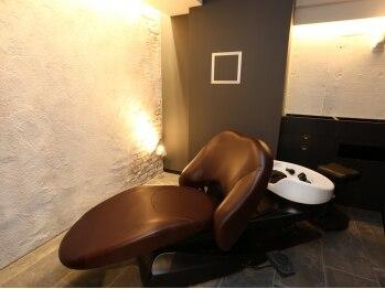 アカラヘアー ラウレア(AKALA HAIR Laule'a)の写真/ゆったりできる個室の空間で忙しい日常を忘れさせてくれる極上の時間を堪能♪髪も心も癒される炭酸スパも◎