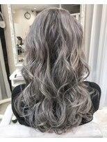 ホワイトカラー ブリーチ ハイライト グラデーションカラー 黒髪