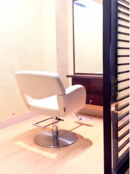 ヘアーアンドリラクゼーション 結(HAIR&RELAXATION)の写真/平安通◆全席個室で周りを気にせずゆったりリラックス♪上質空間で過ごす至福のサロンタイムを実感して◎