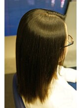 ヘアメイクプリュス矯正 MAS-4 で続くツヤ髪ストレート