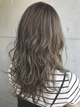 ヘアセラピー サラ(hair therapy Sara)の写真/赤みを抑え透明感のある発色で人気の『イルミナカラー』!!落ち着きのある色味も柔らかな質感に表現―♪