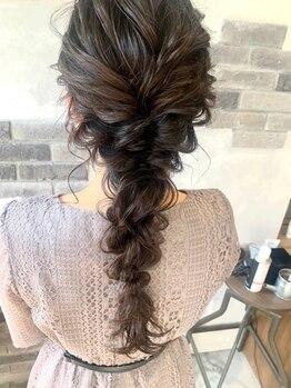 """アルモヘアヴォーグ 静岡(ALMO hair VOGUE)の写真/顔周りの""""あざと毛""""がポイント☆トレンドのゆるふわ可愛い~フォーマルスタイルまで!ALMOにお任せ下さい♪"""