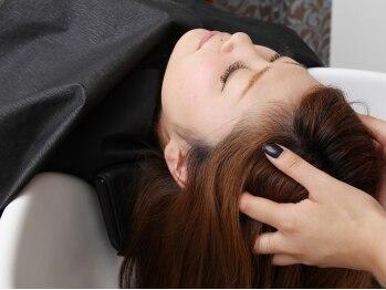 ヘアー リッツ 武豊店(Hair Ritz)の写真/一人ひとりの頭皮の状態に合わせたケアで、髪も地肌もリフレッシュ。気持ち良くてついつい寝ちゃう方も♪