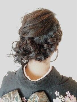 振袖髪型(成人式&結婚式) ソフィーズ デザイン Sofi's design【和装】振袖着付けにも似合う定番人気編み込みサイドアップ