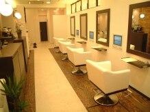 美容室 エスト(EST)の雰囲気(たっぷりスペースをとってあるので5席のみ。贅沢な気分に。)