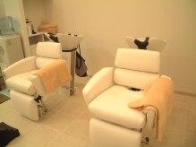 美容室 エスト(EST)の雰囲気(座るタイプのシャンプー台なので、首がつかれません。)