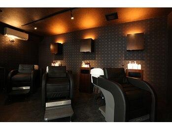 カラットオブヘアー(carat of hair)の写真/モダンでラグジュアリー、豪華さと安らぎ感を兼ね備えた空間で極上のサロンタイムをお過ごしください。