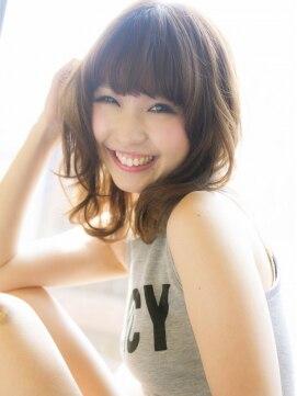 ミディアムウルフヘアアレンジ(女性髪型)ルミエールカラー小顔ネオウルフ大人グラム