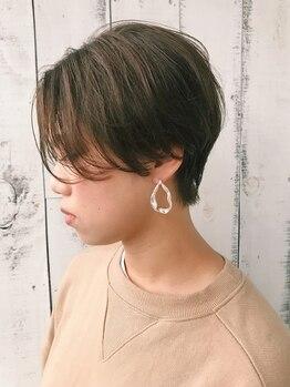 ポルトブルー(PORTE BLEUE)の写真/おでこにかかる前髪。横顔に揺れる髪の一筋でさえも演出。扉を開けば素敵な空間が広がる…*